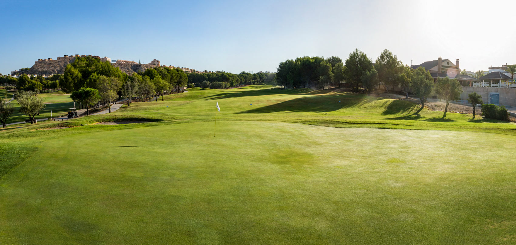 Escuela de golf, academia de adultos, cafetería, restaurante, gimnasio